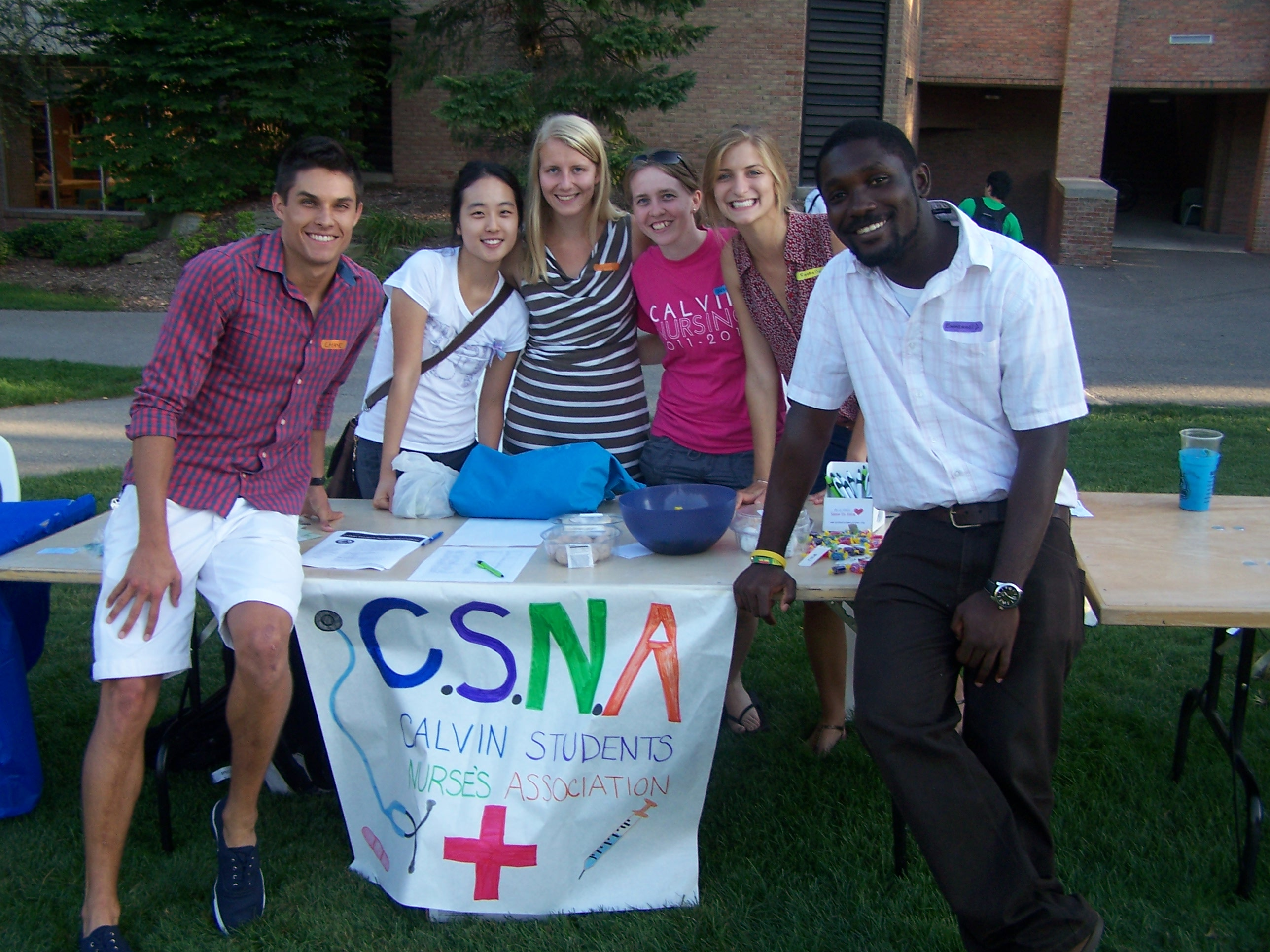 Members of the Calvin Students Nurses Association recruit new members at Cokes and Clubs. Photo by Connor Sterchi