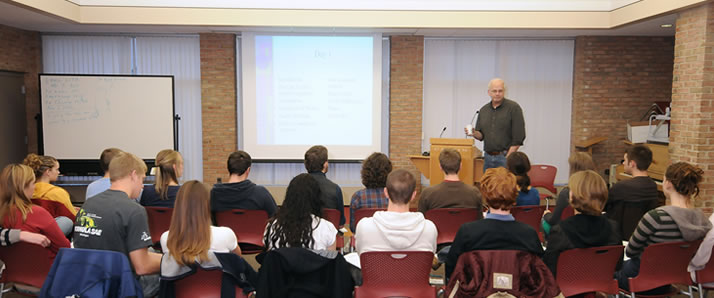 Like in this unrelated group offered by the Broene Counseling Center, students have the opportunity to learn and grow with each other and with counseling staff. Photo courtesy Calvin College.