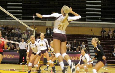 Volleyball unbeaten in MIAA, 13-1 overall