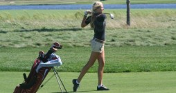Women's golf fell short against Aquinas, 341-368. Photo by calvin.edu