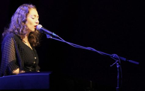 Regina Spektor draws crowd for Calvin concert