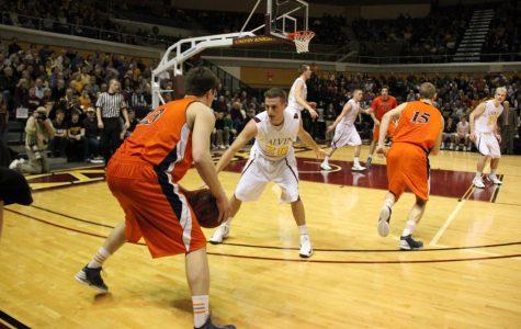 Men's basketball beats Hope for MIAA title, advances to NCAA tournament
