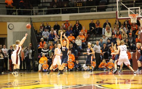 Women's basketball loses to Hope in final seconds of MIAA tourney finals