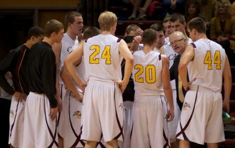Men's basketball ranks on top of MIAA in preseason poll
