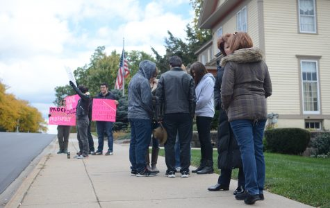 Calvin Students for Life pray outside abortion clinic, pro-choice group responds