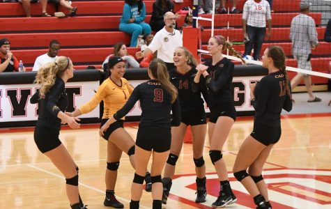 No. 1 women's volleyball overwhelms Olivet, 3-0