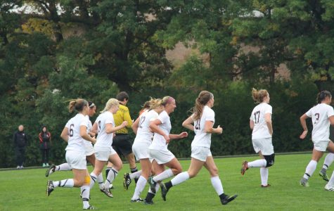 Women's soccer rebounds after loss to Hope