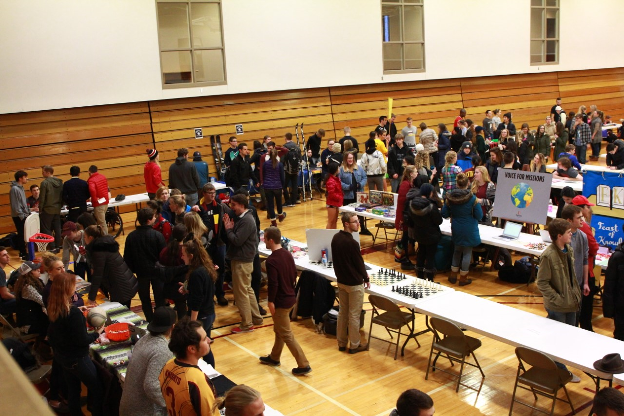 Hundreds+of+students+came+to+the+event%2C+which+featured+over+60+student+organizations%3B+photo+by+Michael+Hsu.