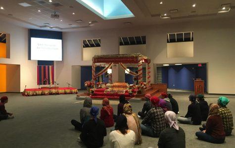 Calvin students visit and meditate at Sikh Gurdwara