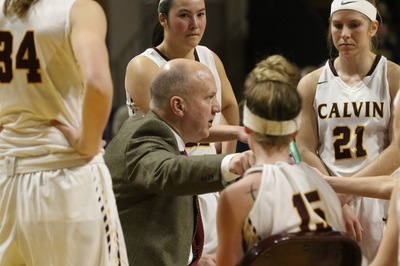 Women's basketball head coach Winkleman resigns