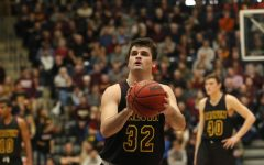 Calvin basketball barely escapes Hope