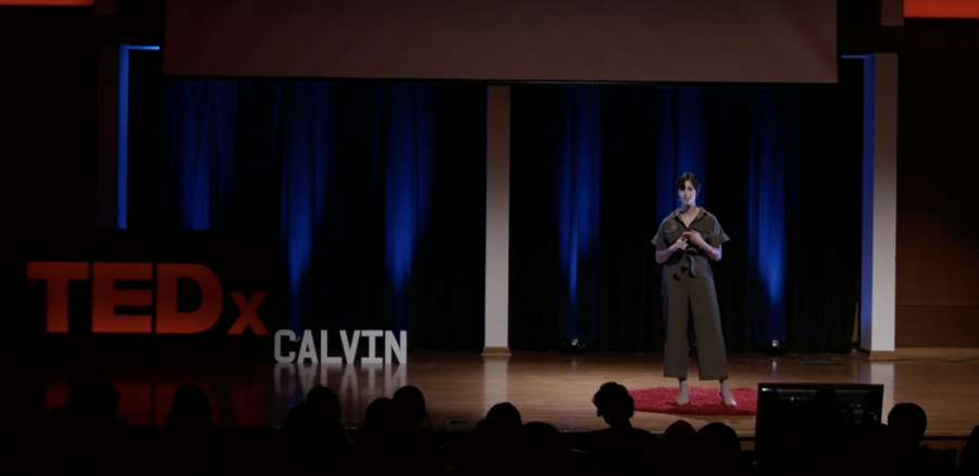 Selvi+Bunce%2C+senior%2C+delivering+her+TEDx+speech+%22Adapting+to+Change.%22