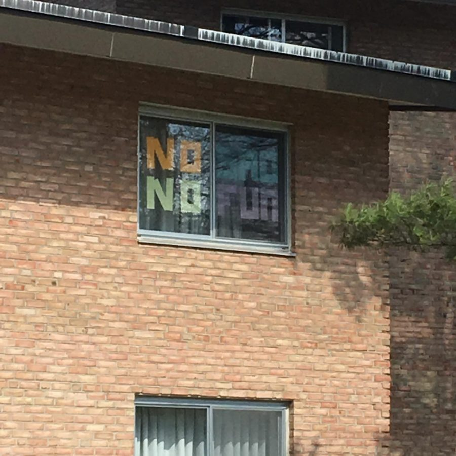 A message written in sticky notes in a window of BHT.