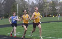 Simon Detmer (center) ran the 800m with a final time of 2:16.88. (Photo courtesy Derek Ten Pas)